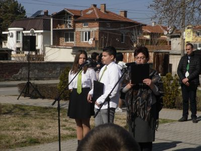 Поклон пред паметта на Апостола - Първо ОУ Иван Вазов - Свиленград