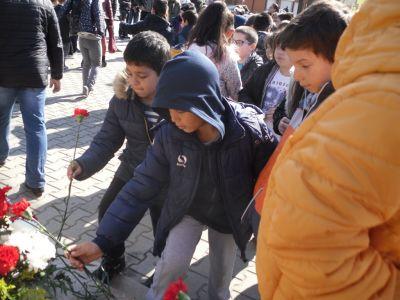 Поклон птрд паметта на Апостола - Първо ОУ Иван Вазов - Свиленград